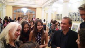 Hexagon Ensemble- - expositie schilderijen van scholieren in de Philharmonic Hall - Ufa 4 december 2015
